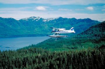 Wasserflugzeug über der Bergwelt von Ketchikan, Alaska ©AAT