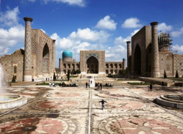 Registan Platz in Samarkand, Uzbekistan ©Karavan Travel