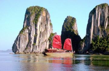 Holzdschunke in der Ha Long Bucht ©Vietnam Airlines