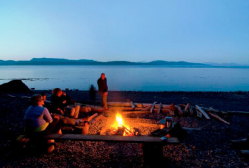 Lagerfeuer im Orca Camp