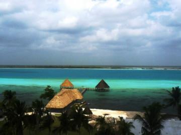 Lagune der Sieben Farben in Bacalar, Mexiko