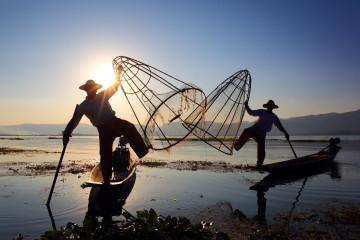 Myanmar Reise - traditionelle Fischer am Inle See