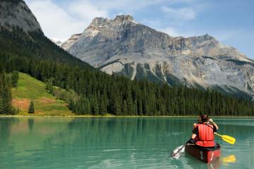 Reise Kanada: Kanufahren im  Emerald Lake Yoho Nationalpark