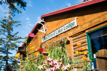 Kanadas Wildnis: Wildnis Resort mit Blockhütten