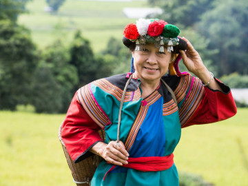 Reise Vietnam: Reisfeld und Bewohnerin in Sapa
