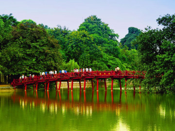 Reise Vietnam: Red Bridge Hoan Kiem Lake - Hanoi