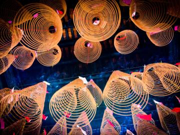 Reise Vietnam: Weihrauchspiralen im Thien Hau Tempel