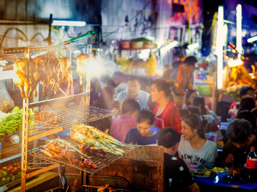 Street food; CC: Amazing Thailand