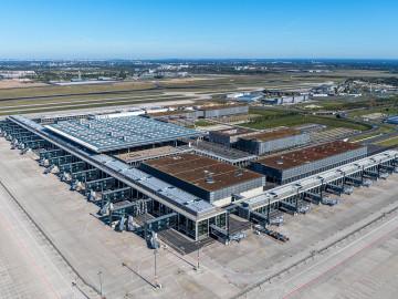 Berliner Flughafen von oben; CC: BER