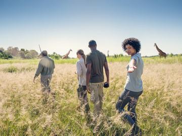 Tiere und Menschen während Bush Walk - Copyright South Africa