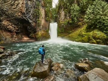 Wasserfall Toketee Falls - Copyright Satoshi Eto