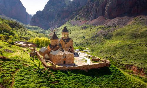 Mittelalterliches Kloster in Mitten von Bergen in Noravank Armenien